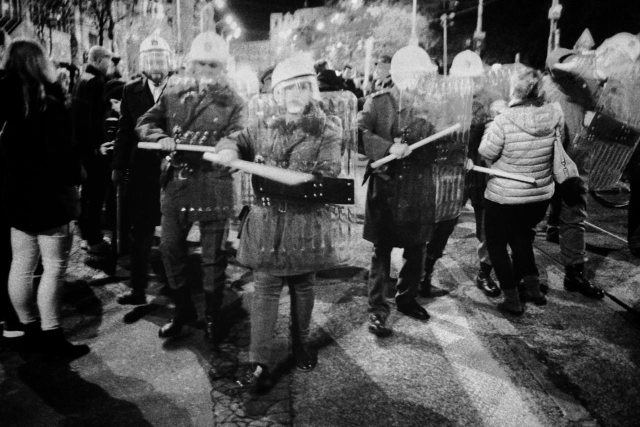 Oslavy revolúcie ako zvláštne divadlo