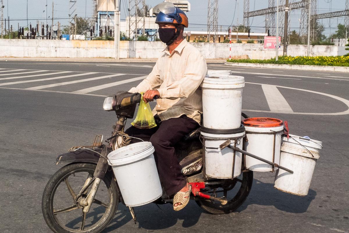 Na motorku sa zmestia tri generácie aj klimatizácia