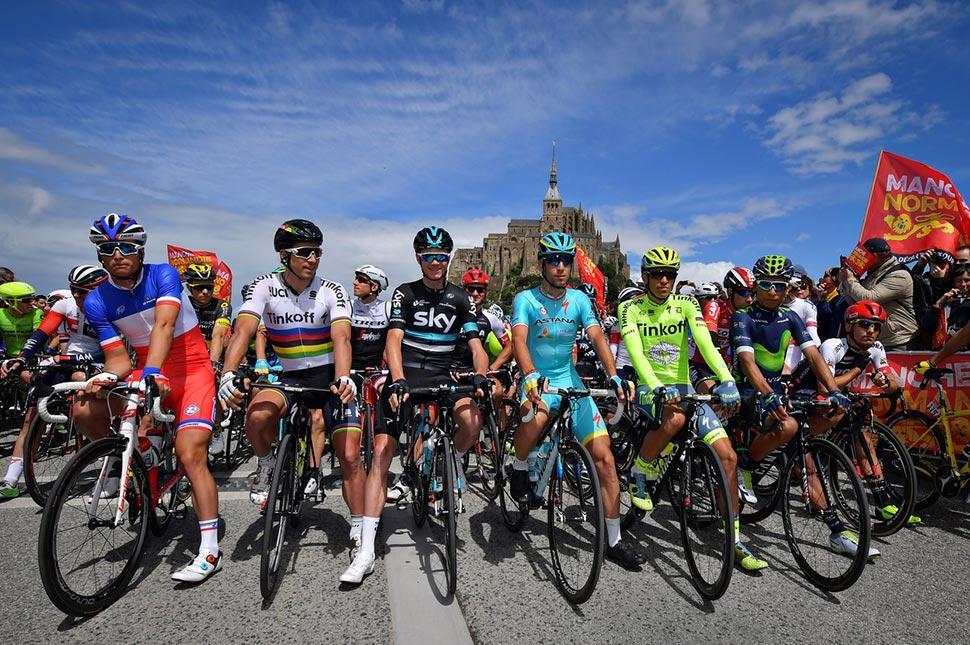 Fototéma: Sagan má piaty zelený dres a svet mu leží pri nohách.