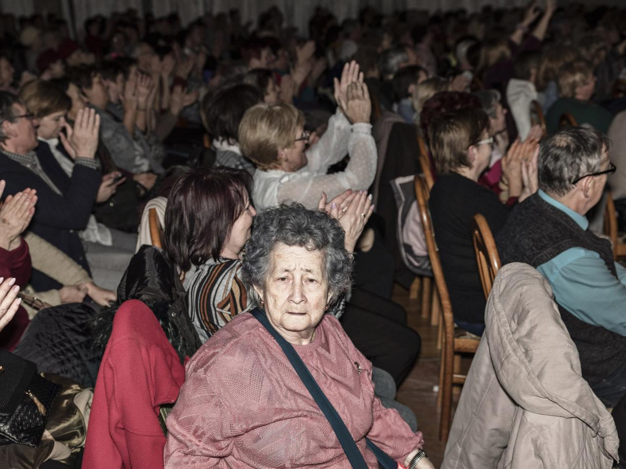 Dôchodkyne, Otto Weiter, Fico a jablká. Smer opäť oslavoval MDŽ vo februári (fototéma)