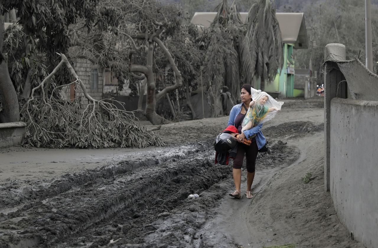 Na Filipínach sa prebudila sopka. Fototéma z dedín, ktoré zasypal popol
